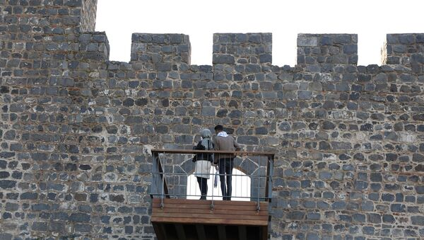 UNESCO korumasındaki 7 bin yıllık sura balkon yapıldı - Sputnik Türkiye