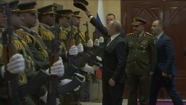 Putin, Filistin muhafız subayının şapkasını yerden kaldırdı - Sputnik Türkiye