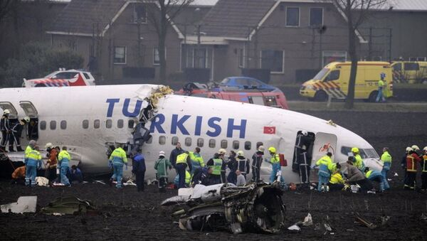 Türk Hava Yolları'na (THY) ait Boeing 737 - 800 NG tipi uçağın Amsterdam'da düşmesi - Sputnik Türkiye