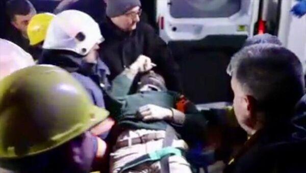Elazığ'da meydana gelen depremde yaralananlar hastanelere sevk edildi. - Sputnik Türkiye
