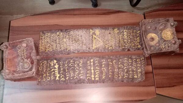 Bursa'nın İnegöl ilçesinde, tarihi eser olduğu değerlendirilen, ceylan derisi üzerine yazılmış Tevrat ele geçirildi. - Sputnik Türkiye