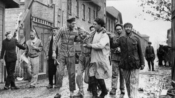 Auschwitz Toplama kampının Sovyet Kızıl Ordusu tarafından kurtarılışının 75. yıldönümü - Sputnik Türkiye