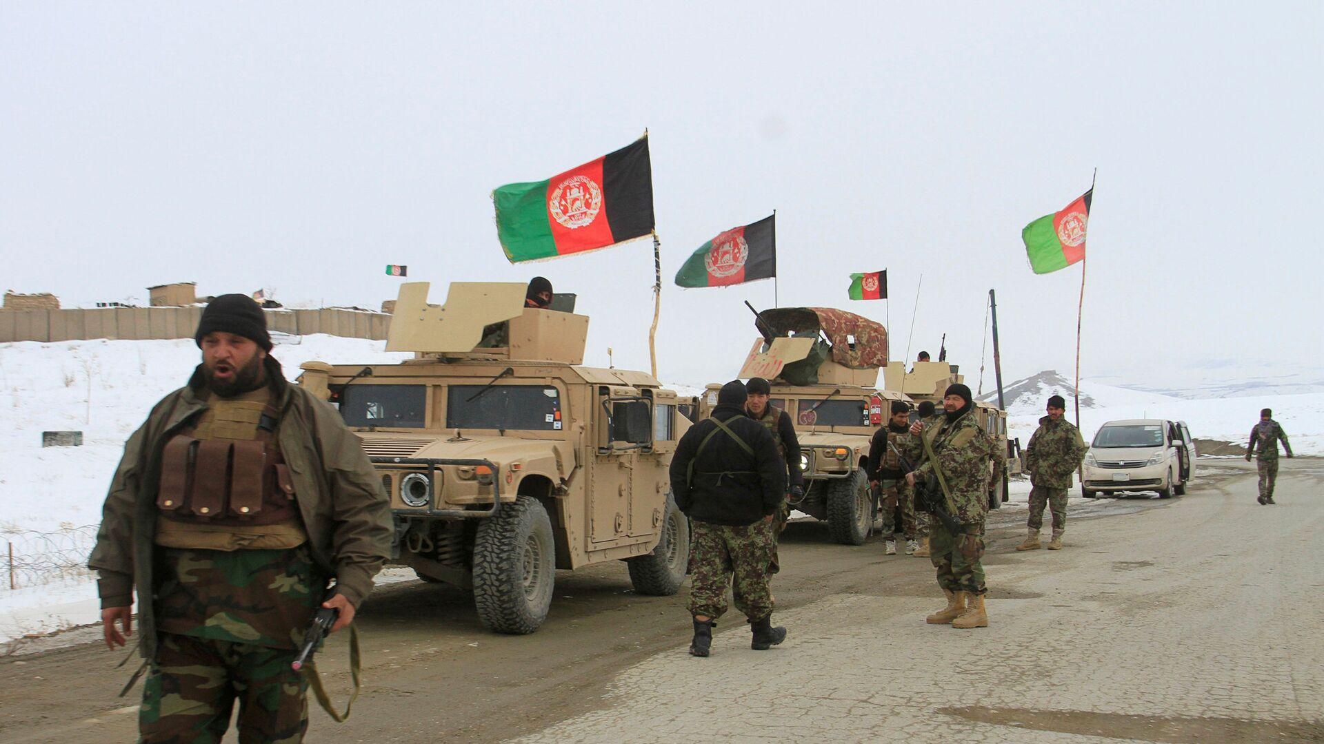 Afganistan'ın Gazne vilayetinin Taliban kontrolündeki karlarla kaplı dağlık bölgesine düşen uçağın enkazını bulmak üzere hem yerel personel hem de Afgan askerleri gönderildi.   - Sputnik Türkiye, 1920, 12.08.2021