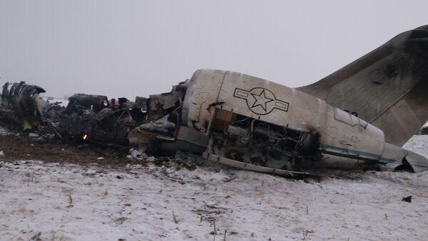 Afganistan'ın doğusundaki Gazne vilayetinin Deh Yek ilçesine bağlı Saduzey beldesinde düşen 11-9358 seri numaralı E-11A tipi ABD casus uçağı  - Sputnik Türkiye