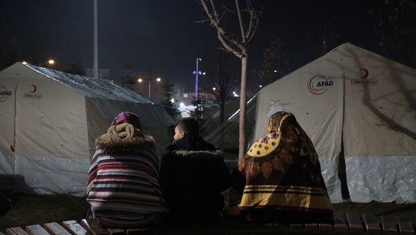 Elazığ depremi, çadırdaki depremzedeler, AFAD, çadır - Sputnik Türkiye