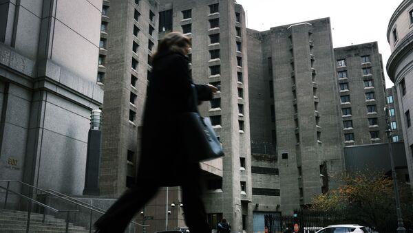 kadın çalışan yürüyor - Sputnik Türkiye