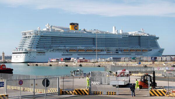 İtalya'daki cruise gemisine koronavirüs karantinası - Sputnik Türkiye