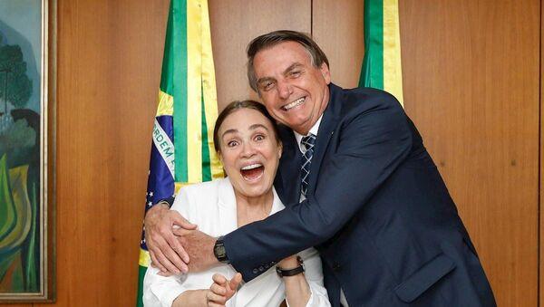 72 yaşındaki eski pembe dizi yıldızı Regina Duarte, Brezilya Devlet BaşkanıJair Bolsonaro'nun kültür bakanı olması yönündeki teklifini kabul ettiğini açıkladı - Sputnik Türkiye
