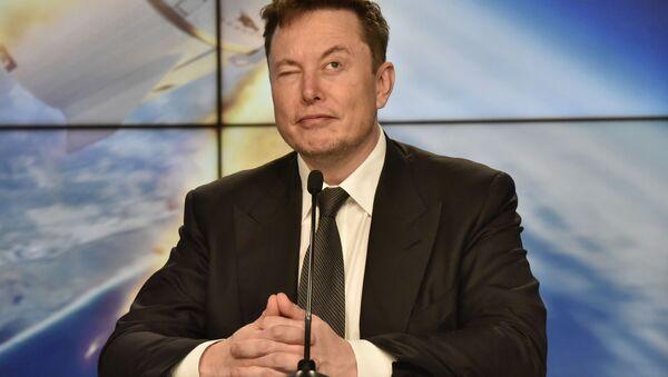Elon Musk, SpaceX Crew Dragon deneme uçuşu için Kennedy Uzak Merkezi'nde basın toplantısı düzenlerken - Sputnik Türkiye