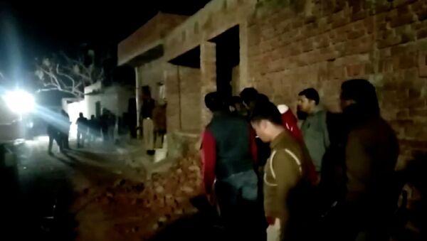 Hindistan'ın kuzeyindeki bir evde rehin tutulan en az 23 çocuk, 10 saatin sonunda polis operasyonuyla kurtarıldı. - Sputnik Türkiye
