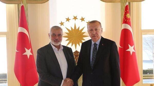 Cumhurbaşkanı Recep  Tayyip Erdoğan, Hamas Lideri İsmail Heniyye'yi Vahdettin Köşkü'nde kabul etti. - Sputnik Türkiye