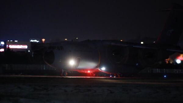 Çin'in Vuhan kentinden tahliye edilen 42 kişiyi taşıyan uçak Ankara'ya geldi - Sputnik Türkiye