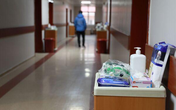 Hastanedeki herkese tek kullanımlık malzemeler verilecek ve tüm atıklar 'tıbbi atık' olarak değerlendirilip, özel poşetlerle atılacak. - Sputnik Türkiye