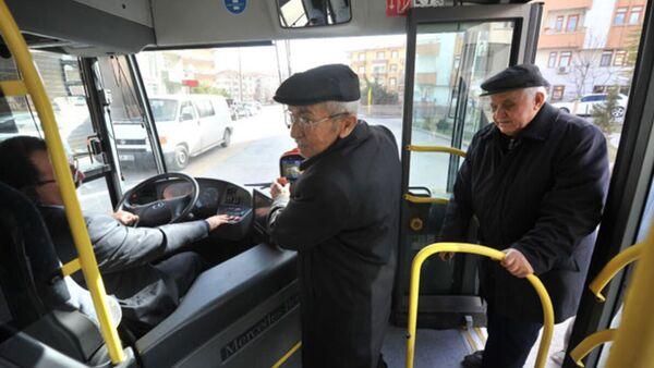 Otobüs - yaşlı - Sputnik Türkiye