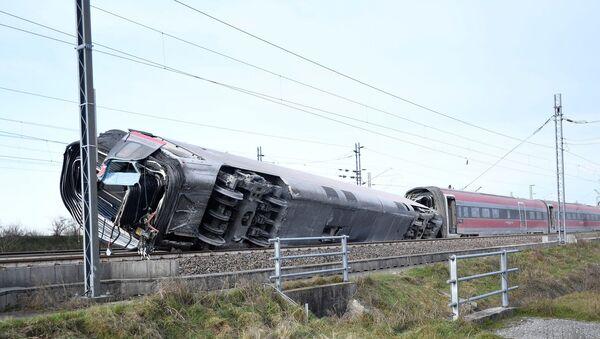 İtalya'da Milano ile Salerno kentleri arasında sefer yapan yüksek hızlı trenin raydan çıkması sonucu 2 kişi öldü. - Sputnik Türkiye