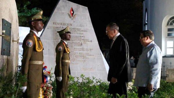 Sergey Lavrov Fidel Castro'nun mezarında - Sputnik Türkiye