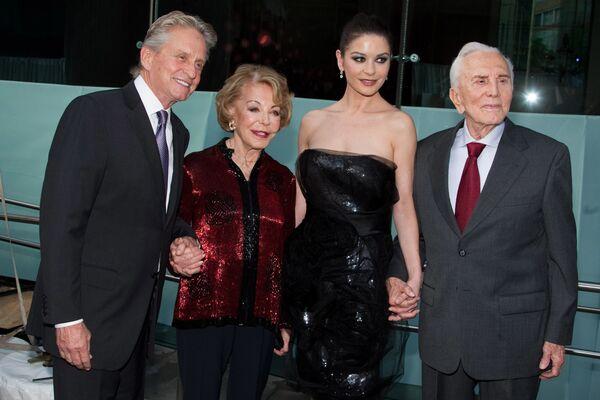 Efsanevi Hollywood yıldızı Kirk Douglas  - Sputnik Türkiye