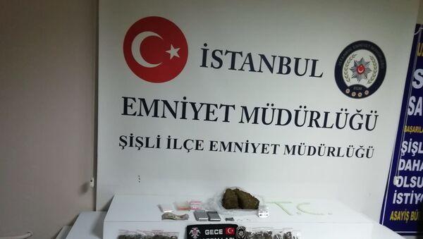 'Gece Kartalları' Kuştepe'de: Bekçiler düzenledikleri uyuşturucu operasyonunda 3 kişiyi yakaladı - Sputnik Türkiye