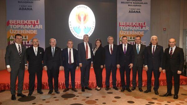 CHP'li büyükşehir belediye başkanları, Adana'da bir otelde düzenlenen Bereketli Topraklar Üzerinde - Akıllı Kentlere Doğru adlı programda bir araya geldi. - Sputnik Türkiye