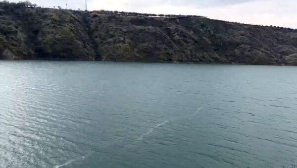 Depremin yüzey kırığının izi, Karakaya Baraj Gölü'nde görüldü - Sputnik Türkiye