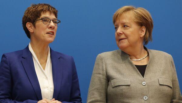 CDU Genel Başkanı Annegret Kramp-Karrenbauer ve Almanya Başbakanı Angela Merkel - Sputnik Türkiye