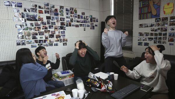 Bu yıl 92.'si gerçekleşen Oscar Ödülleri'ne damga vuran Güney Kore yapımı Parazit filminin kazandığı ödüller, ülkede büyük bir coşkuyla karşılandı.  - Sputnik Türkiye