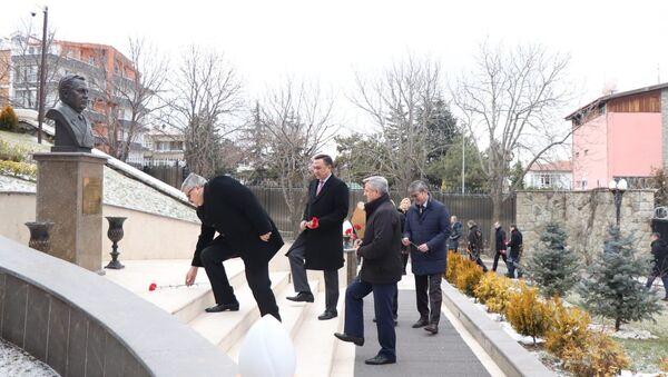 Eski Rus Büyükelçi Andrey Karlov, Rusya Diplomasi Çalışanları Günü'nde Ankara'da anıldı - Sputnik Türkiye
