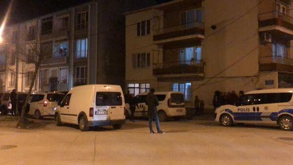 Bursa'da 9 yaşındaki Suriyeli bir çocuk evinde ölü bulundu. Çocuğun vücudunda yanık ve kesik izleri olduğu belirlendi. - Sputnik Türkiye