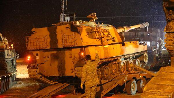 Türk Silahlı Kuvvetleri (TSK), İdlib'deki gözlem noktalarına sınırdaki yoğun kar yağışı altında obüs ve komando sevk etti.Burada askeri personeller tarafından tırlardan indirilen obüsler, İdlib'deki gözlem noktalarına gönderilmek üzere sınır birliklerine yönlendirildi. - Sputnik Türkiye