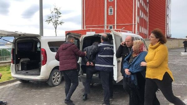 Bursa'da 9 yaşındaki çocuğun ölümüyle ilgili baba ve üvey anne tutuklandı - Sputnik Türkiye