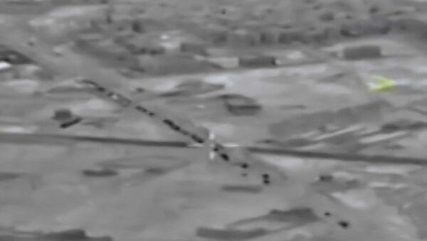 İdlib'e doğru ilerleyen Türk askeri konvoyu görüntülendi - Sputnik Türkiye