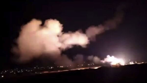 Şam yakınlarında hava saldırısı - 25 Aralık 2018 - Sputnik Türkiye