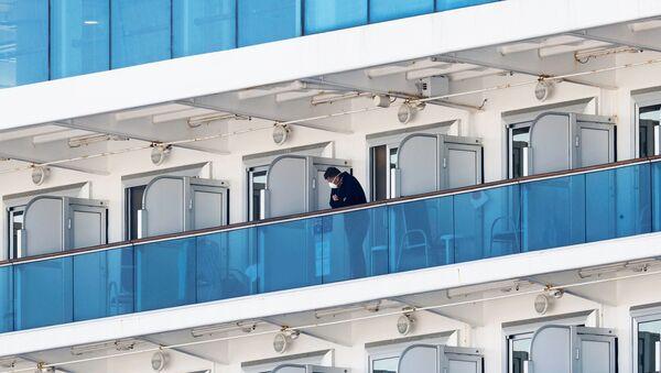 Japonya'da, koronavirüs salgını nedeniyle karantinada bulunan yolcu gemisi-Diamond Princess  - Sputnik Türkiye