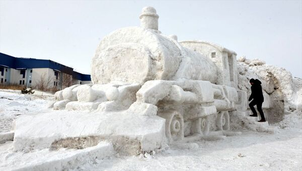 Hayalini kurduklarıDoğuEkspresi'nin kardan modelini yaptılar - Sputnik Türkiye