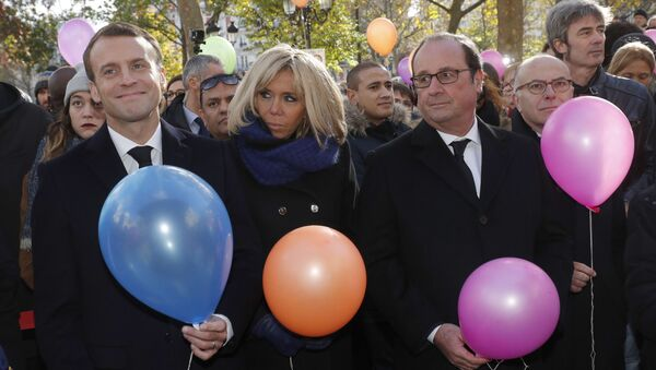 Fransa Cumhurbaşkanı Emmanuel Macron,eşi Brigitte Macron, eski Fransa Cumhurbaşkanı Francois Hollande  - Sputnik Türkiye