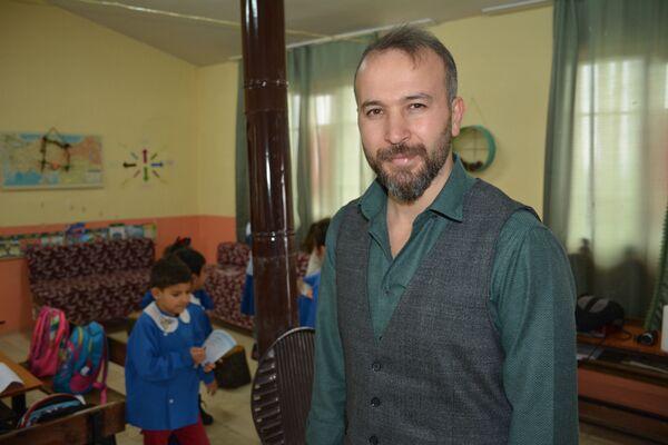 Sınıf öğretmeni Mustafa Önlen - Sputnik Türkiye