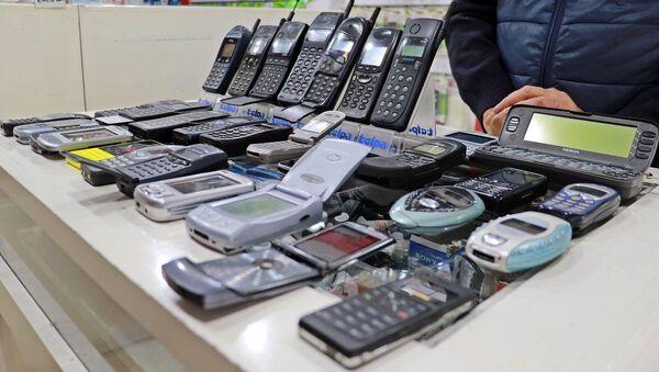25 yılda 850 cep telefonu biriktirdi - Sputnik Türkiye