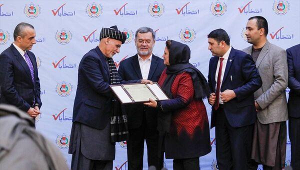 Yüzde 50,64 oy alarak ikinci kez Afganistan Cumhurbaşkanı seçilen Eşref Gani'ye mazbatası verildi - Sputnik Türkiye