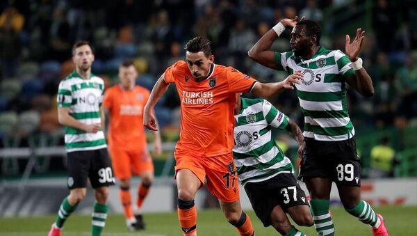 UEFA Avrupa Ligi son 32 turu ilk maçında, Sporting Lizbon ile Medipol Başakşehir takımları Lizbon'daki Jose Alvalade Stadı'nda karşı karşıya geldi. Karşılaşmada, Medipol Başakşehir takımının futbolcusu Gael Clichy (sağda), rakibi Luciano Vietto (solda) ile mücadele etti. - Sputnik Türkiye