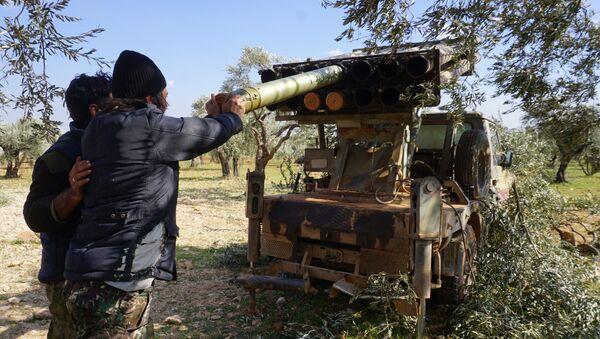 İdlib yakınlarındaki Neyrab Köyü-Türkiye'nin desteklediği Suriye Milli Ordusu   - Sputnik Türkiye