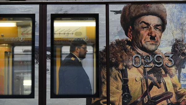 Moskova metrosunda Zafer Günü temalı tren - Sputnik Türkiye