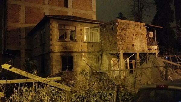 Giresun'un Bulancak ilçesindeevinin yandığını gören kişikalp krizi sonucu öldü. - Sputnik Türkiye