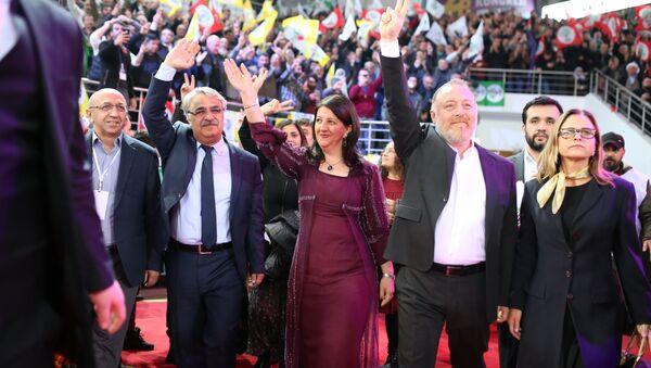 Pervin Buldan ile Mithat Sancar, HDP'nin eş başkanları seçildi - Sputnik Türkiye