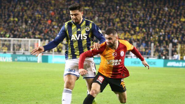 Galatasaray'ın başarılı futbolcusu Ömer Bayram, Fenerbahçe maçında Ryan Donk'un golünde yaptığı asist ile ligde 9 asistine ulaştı. - Sputnik Türkiye
