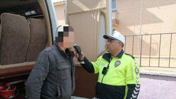 Servis şoförü alkollü çıktı, öğrencileri okula polis bıraktı - Sputnik Türkiye