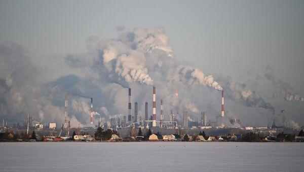 Rusya'nın Sibirya bölgesinin Omsk kentinde Gazprom Neft'in petrol rafinerisi - Sputnik Türkiye