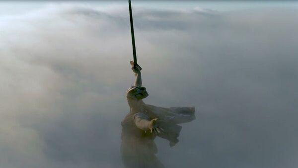 'Anavatan çağırıyor' heykeli bulutlara büründü - Sputnik Türkiye