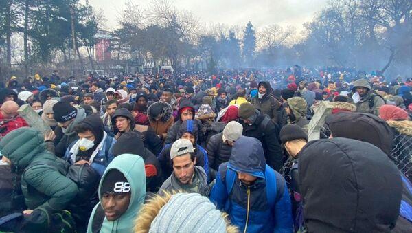 Edirne sınırındaki sığınmacılar - Sputnik Türkiye