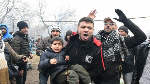 Yunanistan sınır kapısındaki Afganlar: Suriyelilerin her şeyi var bizim hiçbir şeyimiz yok, Türkiye'den gitmek istiyoruz - Sputnik Türkiye
