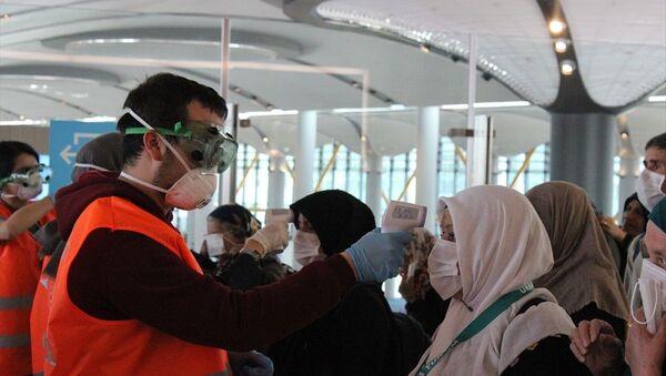 Umre seyahatinden dönen yolculara İstanbul Havalimanı'nda sağlık taraması - Sputnik Türkiye